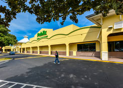 Island Walk Shopping Center: